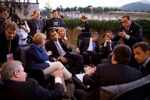800px-G8_leaders_confer_together