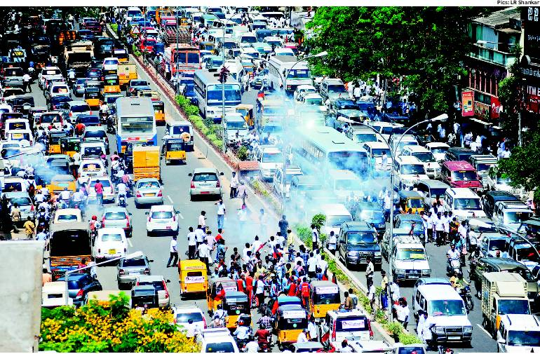 சென்னையில் ஆர்ப்பாட்டம்: இயக்குநர் கெளதமன் உள்பட 31 பேர் கைது