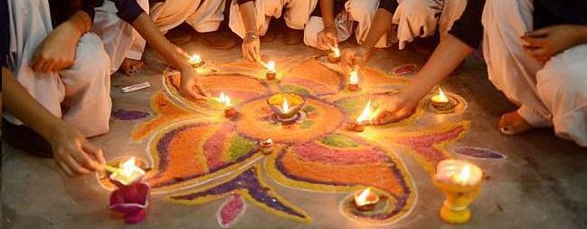வணக்கம் லண்டன் பார்வையாளர்களுக்கு  எமது இனிய தித்திக்கும் தீபாவளி நல் வாழ்த்துக்கள்