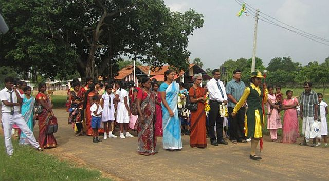 பரந்தன் இந்து மகாவித்தியாலயத்தில் கால்கோள் விழா (படங்கள் இணைப்பு)