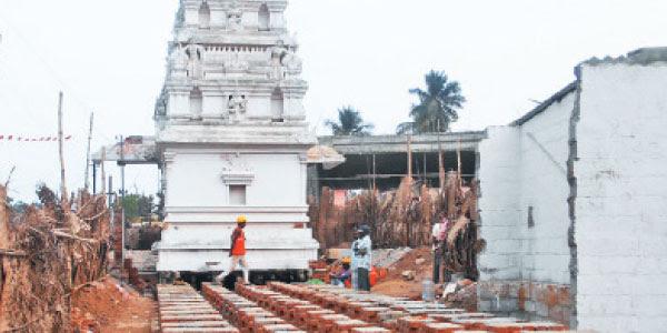70 டன் எடையுள்ள கோயில் இயந்திர உதவியின்றி நகர்த்தப்பட்டது