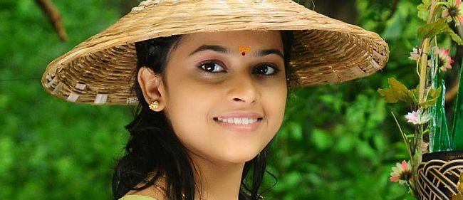 இடைவிடாது நடித்த ஸ்ரீதிவ்யா | 3 நாட்கள் இரவு, பகலாக தூக்கமில்லை