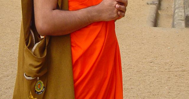 கஜ முத்துக்களை விற்பனை செய்ய முயன்ற தேரர் அதிரடிப்படையினரிடம் சிக்கினார்
