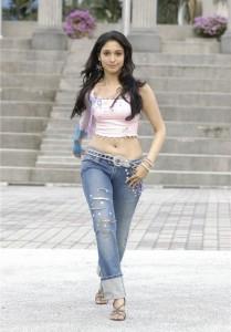 big_Thamanna_slammed_for_wearing_jeans_in_Tirupathi_temple-35a7c6180f3cd795c8c271a1b06b03bb
