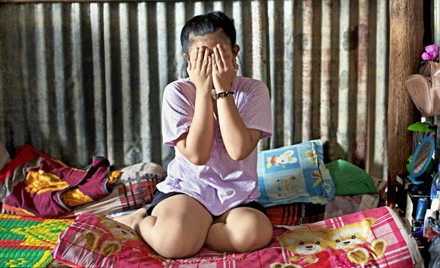 கடன் தொல்லைக்காக பிரபல அரசியல்வாதிக்கு 12 வயது மகளை விற்பனை செய்த தாய்