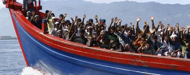அகதிகள் வந்த படகில் மூச்சுத் திணறி 30 பேர் பலி