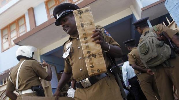தேர்தல் ஆணையம் விசாரணை   தமிழர் பகுதிகளில் ராணுவக் குவிப்பு
