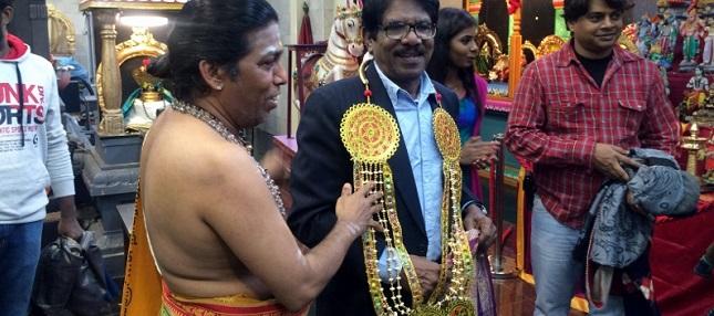 பாரதிராஜா இயக்கி நடிக்கும் ஓம் பட பூஜை லண்டனில்