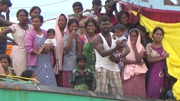கடலில் தவித்து வந்த 44 ஈழத் தமிழ் அகதிகள் தரையிறங்க அனுமதி   இந்தோனேசியா
