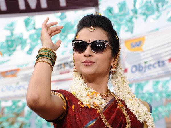 5 மணி நேரம் 'மேக்கப்' | 1980-ல் வரும் பெண் வேடத்துக்காக திரிஷா