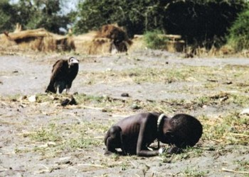 சூடான் அப்போது வறுமையின் பிடியில் சிக்கி பல்லாயிரக்கணக்கானவர்களை பலி கொடுத்தது