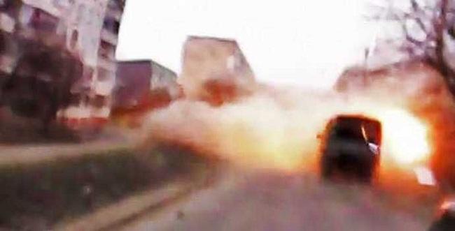 பெட்ரோல் நிலையம் மீது வெடிகுண்டு லாரி மோதி  80 பேர் பலி | ஈராக்