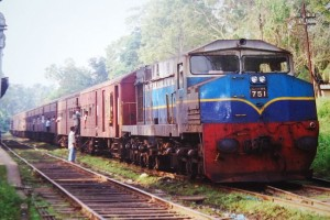 1024px-Sri_Lankan_train,Northern_Line,Sri_Lanka