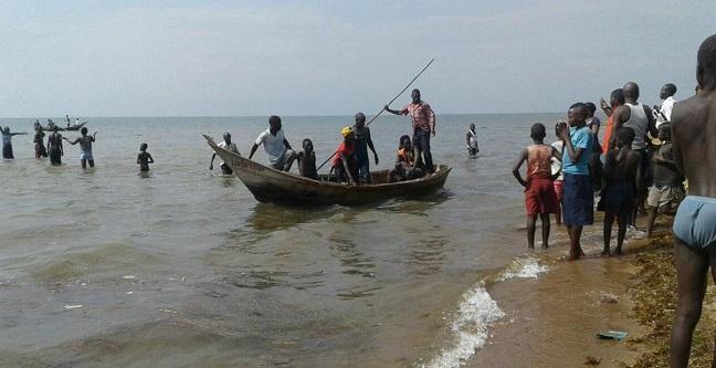 கிறிஸ்துமஸ் தினவிழாவில் 30 பேர் ஏரியில் மூழ்கி பலி   உகாண்டா