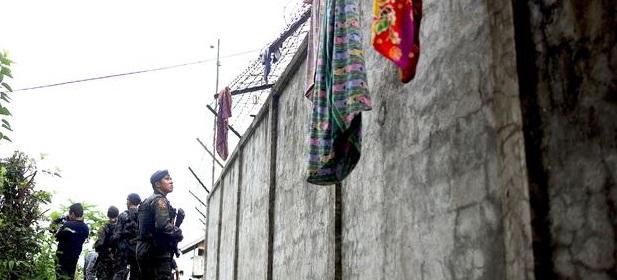 பிலிப்பைன்ஸ் நாட்டில் கிளர்ச்சியாளர்கள் சிறைத்தகர்ப்பில் 158 கைதிகள் தப்பி ஓட்டம்