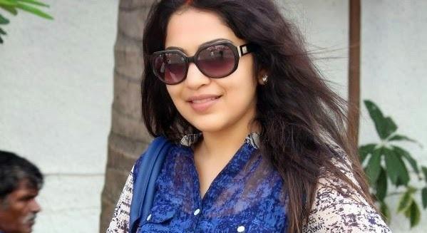 தொகுப்பாளினி ரம்யா இந்தியாவிற்காக பளு தூக்கும் போட்டியில்