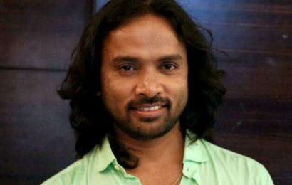 பிக்பாஸ் சினேகன் 200 நடன கலைஞர்களுடன் ஆடிப்பாடினார்