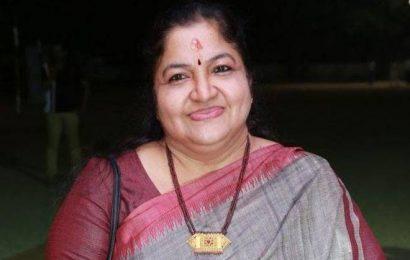 பாடகி சித்ராவுக்கு ஹரிவராசனம் விருது | கேரள அரசு
