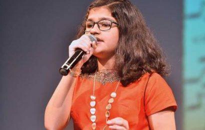 துபாயில் 102 மொழிகளில் தொடர்ச்சியாக 6 மணி நேரம் பாடல்களை பாடிய கேரள மாணவி