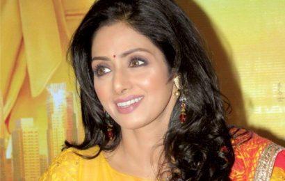 பிரபல நடிகை ஸ்ரீதேவி மரணம் | அதிர்ச்சியில் மக்கள்