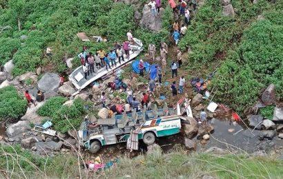 இந்தியாவில் பேருந்து விபத்தில் 47 பேர் ஸ்தலத்திலேயே பலி!