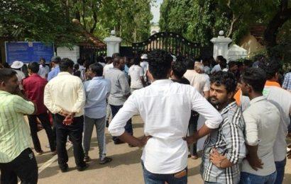அனுராதபுரம் சிறைச்சாலை முன்பாக பல்கலைக்கழக மாணவர்கள் கவனயீர்ப்பு போராட்டம்!