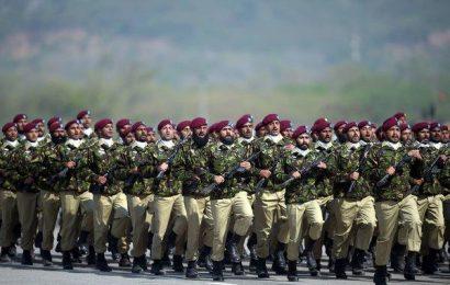 பாகிஸ்தான் இராணுவ வீரர்கள் சமூக வலைத்தளங்களிலிருந்து வெளியேற உத்தரவு