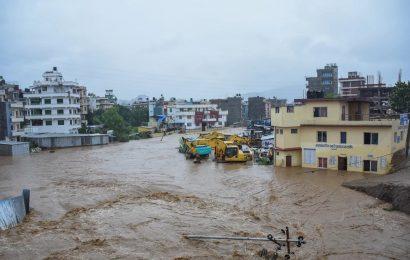 நேபாளத்தில் வெள்ளம், நிலச்சரிவில் சிக்கி 43 பேர் பலி..!