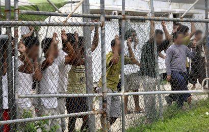 ஆஸ்திரேலிய விடுதியில் சிறை வைக்கப்பட்டுள்ள 80 அகதிகள்